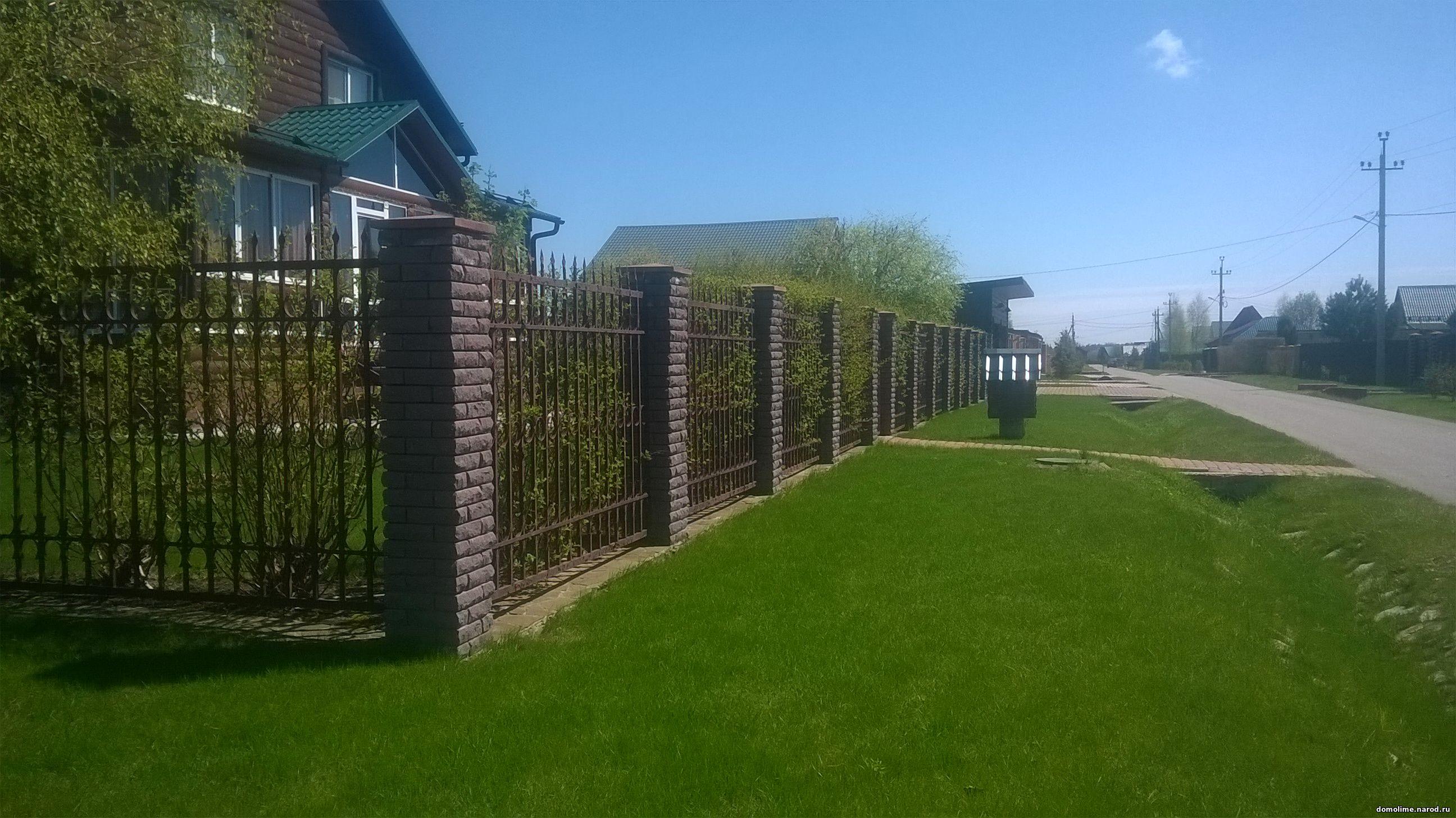 Кованый кирпичный забор